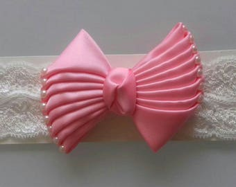Amazing pink bow with pearls