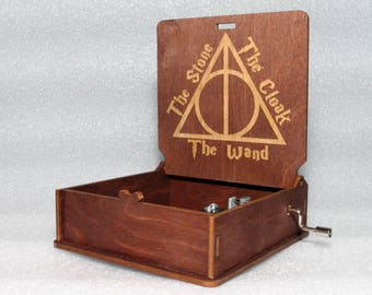 "Harry Potter - Deathly Hallows The Stone The Cloak The Wand - Engraved Wooden Music Box - ""Harry's Wondrous World"" - Hand Crank Movement"