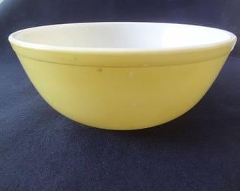 VINTAGE PYREX BOWL, Large, Yellow, 10 inch diameter
