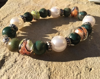 Dark green, pearls and multi-color beaded bracelet