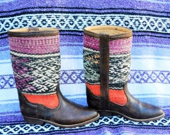 VINTAGE 1980'S LEATHER BOOTS//Tapestry Boots//Dark Brown Leather//Woven Boots// Blankets Boots//Bohemian// *Size 7*