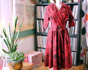 1980s surplice dress, red and black Hawaiian print dress with flared skirt . new wave meets tiki bar . vintage womens medium large