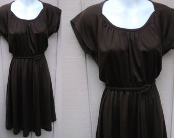 Vintage 70s Brown SECRETARY DRESS w/ Sweetheart Neckline // Ladies sz Sml