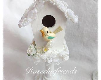 Pedestsl BIRDHOUSE Shabby Cottage Hand Painted White Roses Chic ECS svfteam