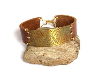 Tribal Etched Brass and Leather Cuff Bracelet (B1335)