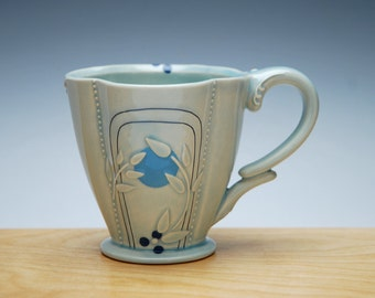Deco Deluxe clover cup in Frost gloss w. Blue Polka dots, Victorian mod