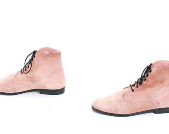 size 8.5  PINK suede leather 80s 90s GRUNGE CHUKKA lace up ankle boots