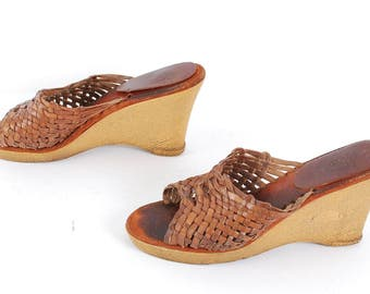size 8 PLATFORM brown leather 70s 80s WOVEN WEDGE high heel slip on sandals