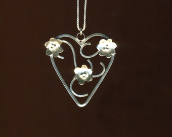 Sterling silver Flowers Heart Scroll work pendant
