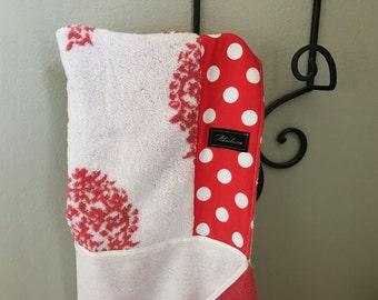 Rouge Medallion Hooded Bath Beach Pool Towel