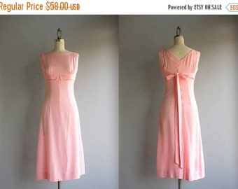 STOREWIDE SALE 1960s Dress / Vintage 50s 60s Pale Pink Bow Back Dress / 60s Slim Fitted Sleeveless Empire Dress