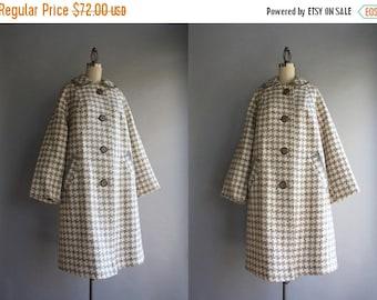 STOREWIDE SALE 1950s Coat / Vintage 50s 60s Oversized Houndstooth Coat / 1960s Deadstock Unworn Pale Gray Checked Coat