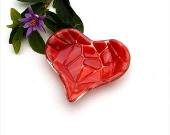 Fused glass heart dish, streaky red mosaic