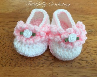 Newborn girl booties.... newborn shoes.. crocheted slippers... ready to ship