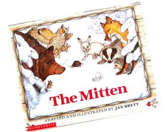 Vintage Children's Book 1990 THE MITTEN, Jan Brett
