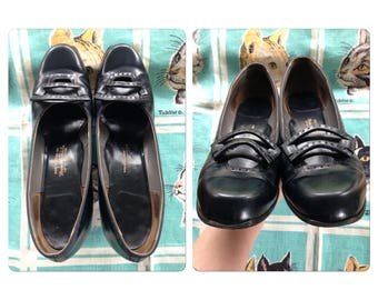 Vintage 1940's navy pumps with buckles 9aaa
