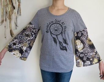Dreamcatcher Mountain Girl At Heart Floral Gypsy Bell Sleeve Floral Tee Size Large