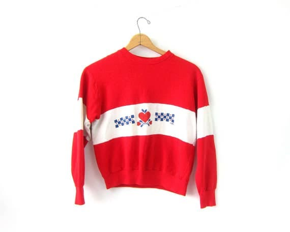 Red Apple Sweatshirt USA Americana Sweater Vintage washed out White Stripe Casual Hipster Thin Novelty Sweater size Medium DES