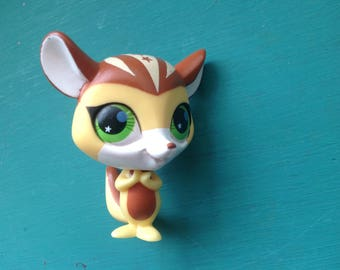 LIttlest pet shop- Lps #2692 totally talented chipmunk- green eyes