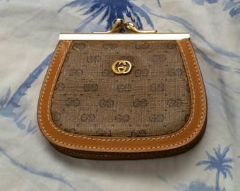 Vintage authentic Gucci change purse or coin purse with kisslock or kiss lock frame