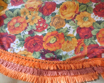 """Vintage Mod Flower Power Design Round Tablecloth / 5 feet across the middle / 3"""" fringe"""