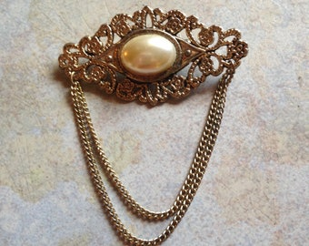 Goldtone Victorian Collar Brooch
