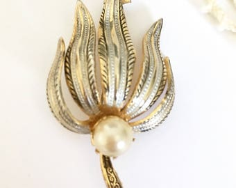 Beautiful Signed Spain Vintage Damascene Flower Pin Brooch with Pearl