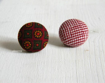 Lapel pin. Mens lapel button. Round boutonniere. Burgundy  buttonhole. Dark red.