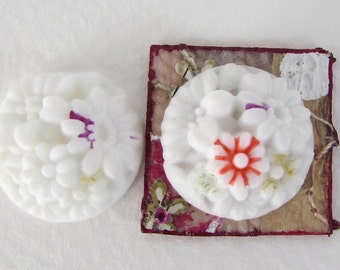 Vintage Flower Cabochon White Glass Shabby Carved Effect Painted Japan 20mm gcb0036 (2)
