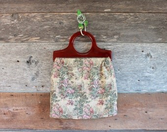 1950s tapestry bag with lucite handles | lovers under the old apple tree