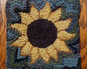 Beginner Sunflower Primitive Rug Hooking Kit with Cut Wool Fabric Strips