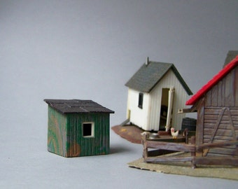 Vintage Plastic Miniature Train Accessory / Small Green Shed / Outbuilding