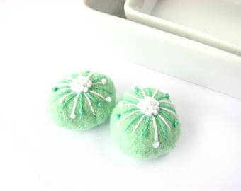 Felted wool beads // mint //abstract floral ornaments// Abstract embroidery, handmade wool beads, felt wool ornaments, pastel beads, beach