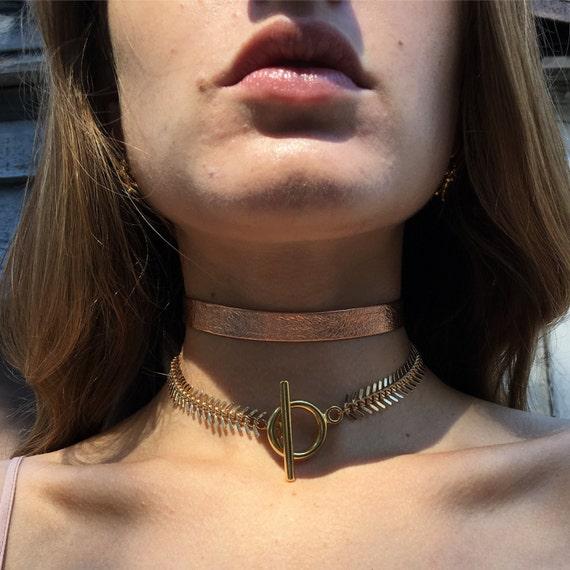 Gold fishtail chain choker