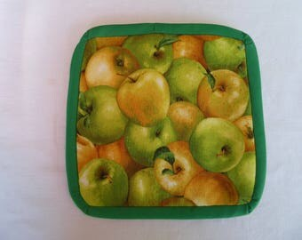 Pot holders, apples, green