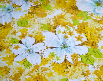 Vintage Bed Sheet - Yellow and White Floral - Twin Fitted