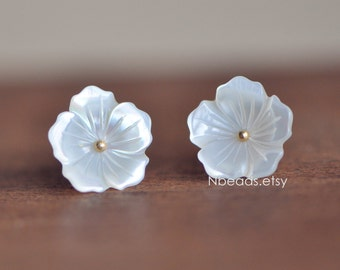 10pcs White Mother of Pearl Flowers 12mm, Center Drilled Carved 3D Shell Flowers (#V1255)