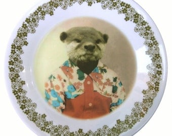 Olivia the Otter, School Portrait Plate - Altered Retro Plate 6.8""