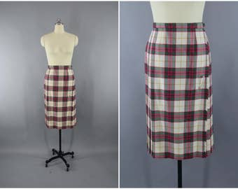 Vintage 1970s Wool Kilt / 70s Plaid Wrap Skirt / Archie Brown Bermuda Kilted Skirt / Highland Scotland Scottish / Ivory Pink