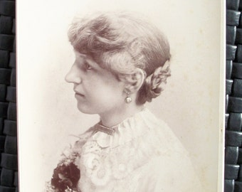 Cabinet Card - Lady w/ Elegant Profile