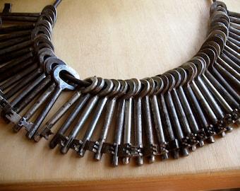 sale - 36 vintage skeleton keys - old iron keys (W-1db)
