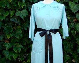 ON SALE Vintage 60s / Ice Blue / Shadowline / Robe / SMALL