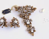 Supply: Needs Repair Vintage Coro Craft Set Brooch Clip On Earrings White Faux Pearl Clear Rhinestone Ornate Leaves Large Hinged Brooch