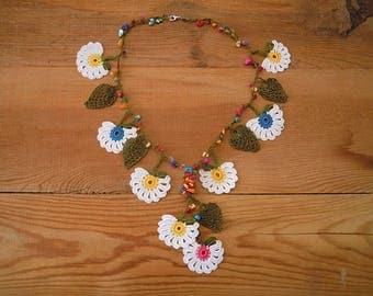 white flower necklace, crochet, oya
