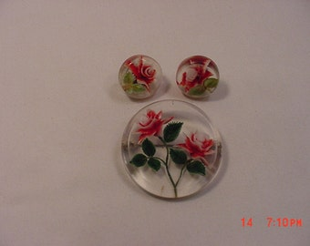 Vintage Reverse Carved Lucite Red Roses Brooch & Screw On Earring Set  17 - 331