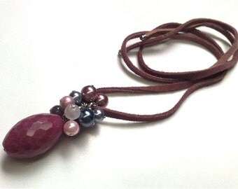 Necklace made with suede. Glass pearls, quartz, glass stone,