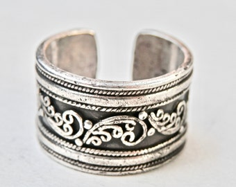 Silver Cigar Band Ring, Wide Band Ring, Sterling Silver 1970s Oxidized Silver Embossed Silver Adjustable Size 8 Ring Vintage Jewelry 925