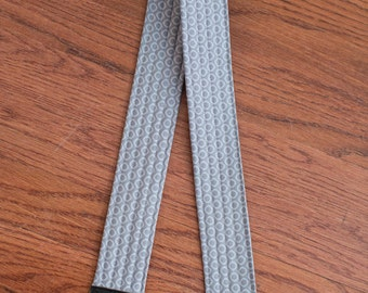 CAMERA STRAP in Gray Dot