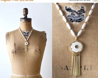 25% OFF 1970's boho pendant necklace. white & gold. 70's beaded necklace. flower.