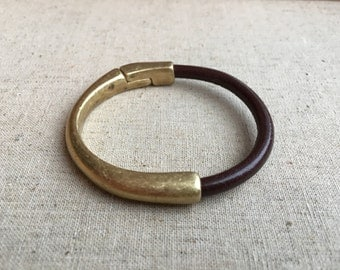 MAGNETIC half CUFF | antique brass | brown leather